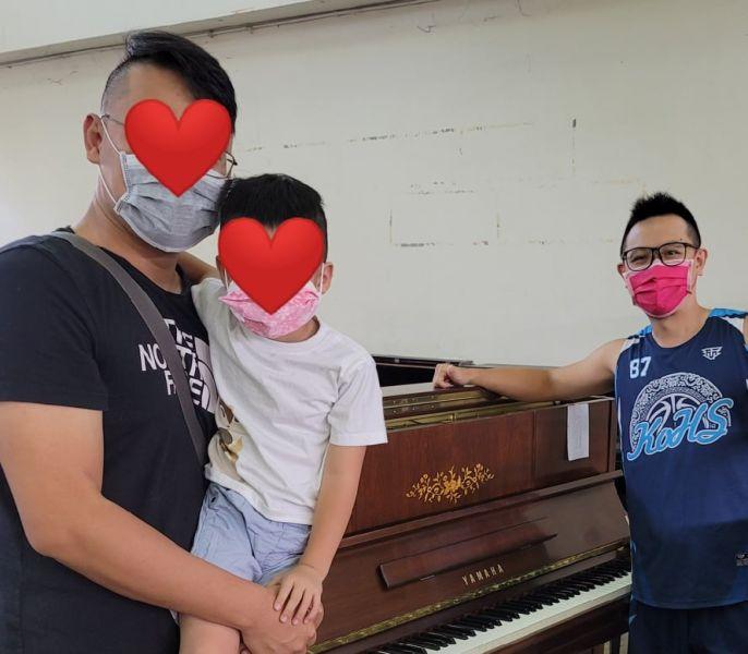 感謝林老師購買Yamaha M1 二手鋼琴 感謝羅爸爸購買Yamaha YU1C 中古鋼琴