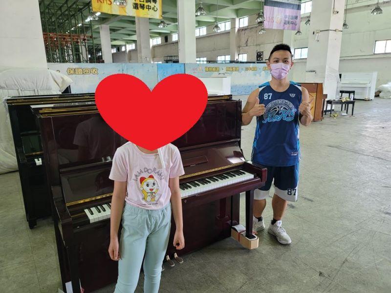 祝福大家中秋佳節愉快! 感謝連假來看中古鋼琴,購買二手鋼琴的顧客們!