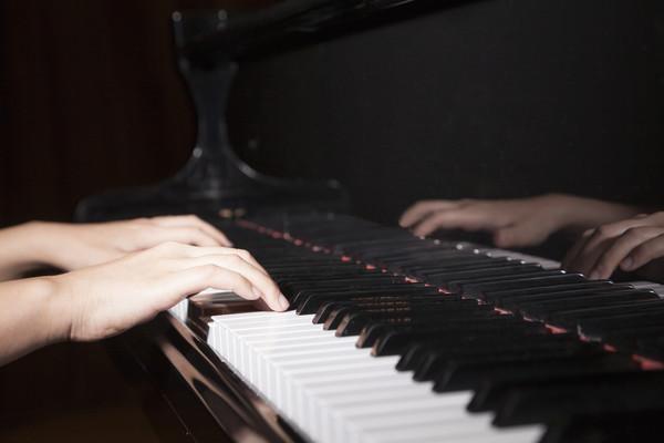 鋼琴怎麼按下去沒聲音?靜音踏板怎麼那麼小聲?