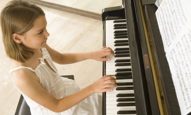 小朋友學鋼琴益處多多
