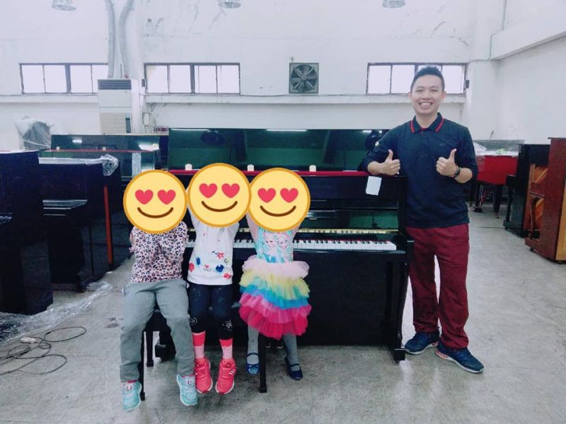 讓小朋友學鋼琴之後,爸爸媽媽最直接面對的問題就是 (到底要不要買琴)?