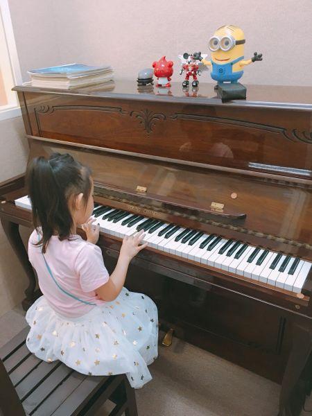 鋼琴按下去彈不回來,按下去沒有聲音,沉鍵怎麼辦?