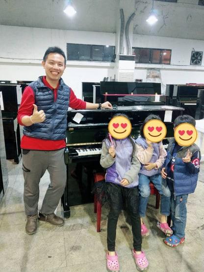 讓小朋友學鋼琴之後,爸爸媽媽最直接面對的問題就是(到底要不要買琴)?
